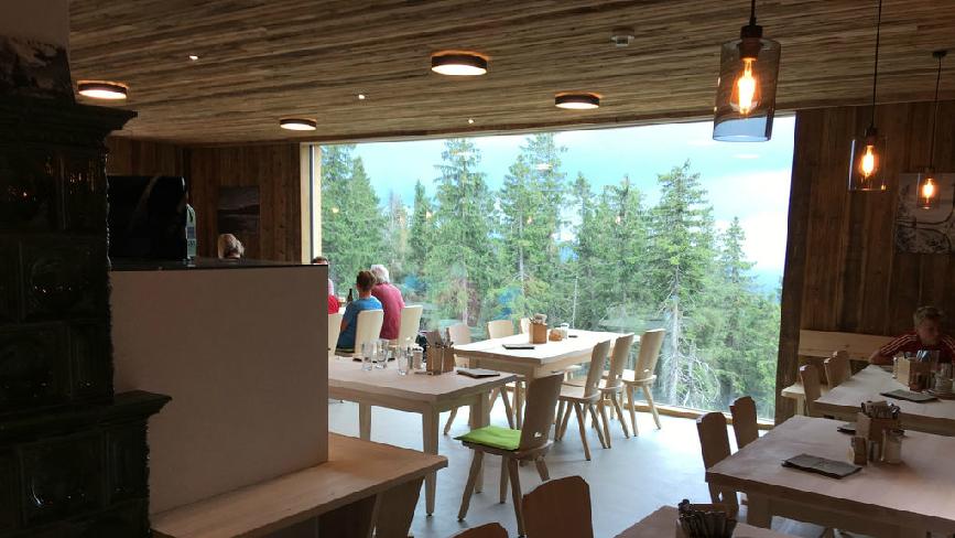 Das neue Schutzhaus auf dem Falkenstein hat geöffnet. Wanderer können hier wieder übernachten.