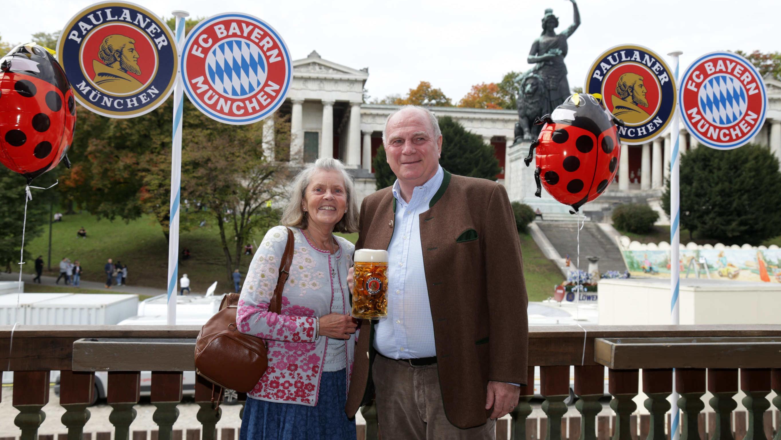 Präsident Uli Hoeneß mit Ehefrau Susi