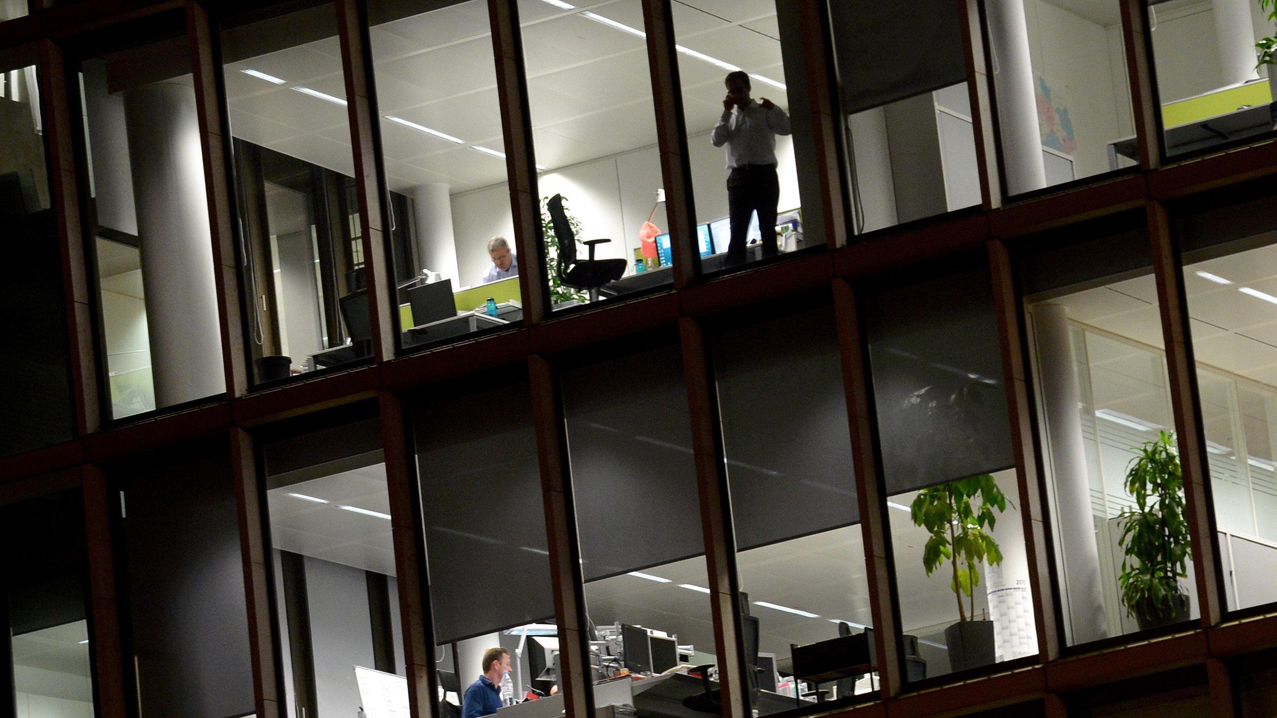 Büroarbeit am späten Abend (Symbolbild)