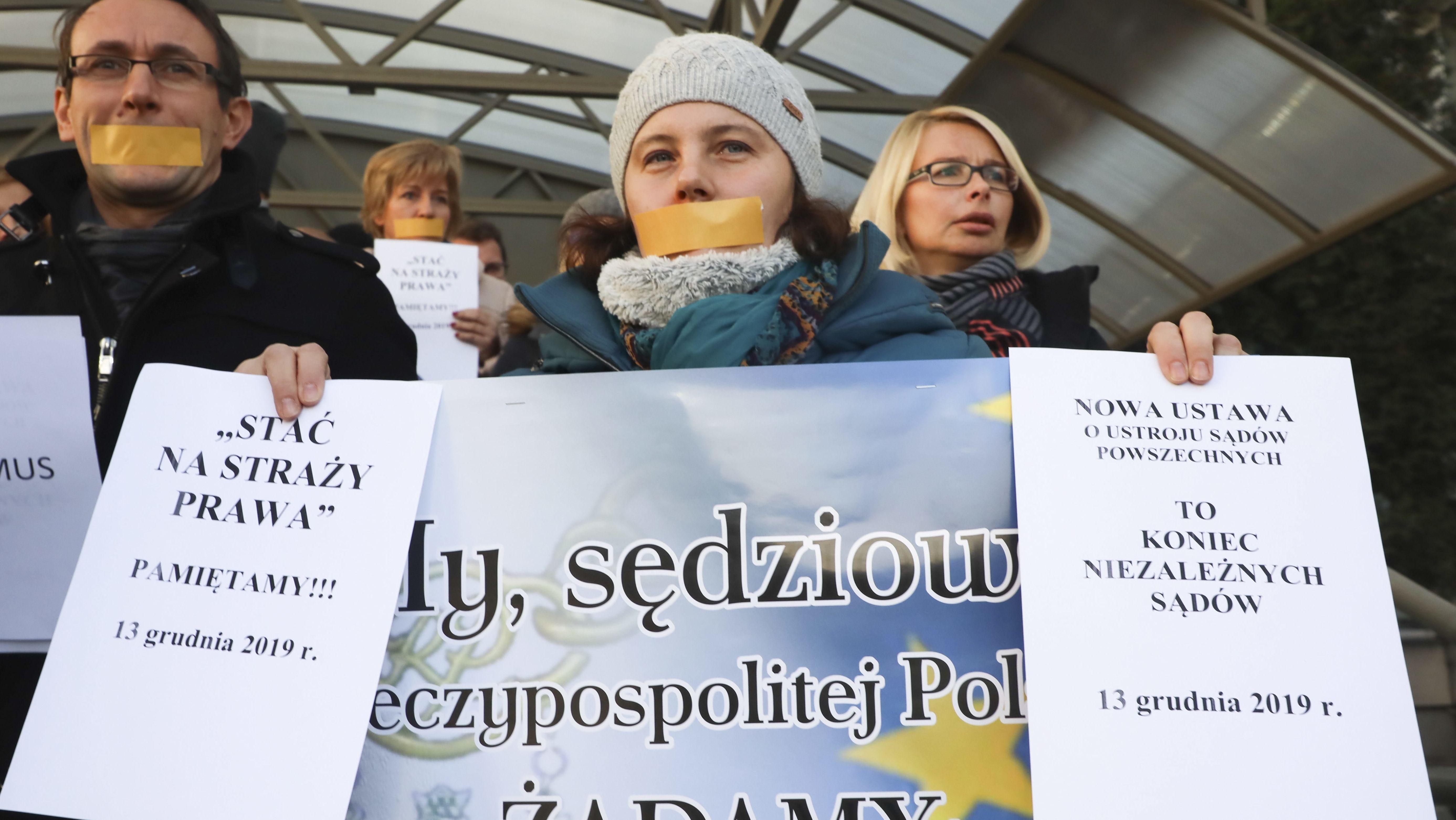 Richter und Unterstützer in Warschau protestieren gegen Polens Sonderweg in Europa und die Einschränkung der Judikative
