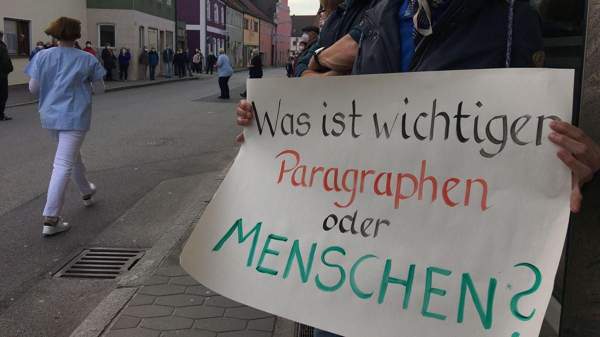 Patienten demonstrierten in Geiselhöring für den Erhalt der Praxis