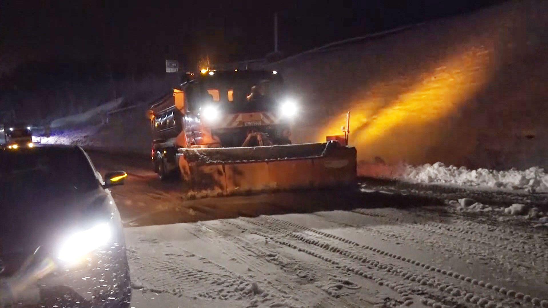 Schnee verursacht Verkehrsbehinderungen in Mainfranken
