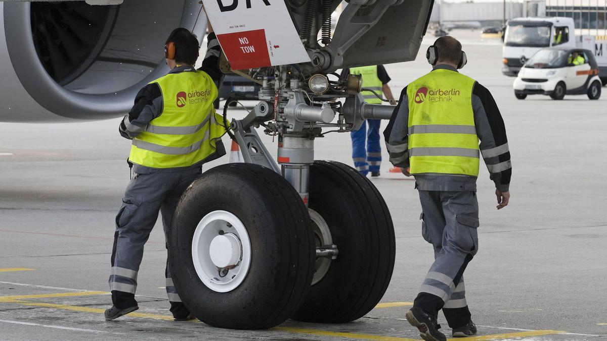 Technisches Bodenpersonal am Flughafen München