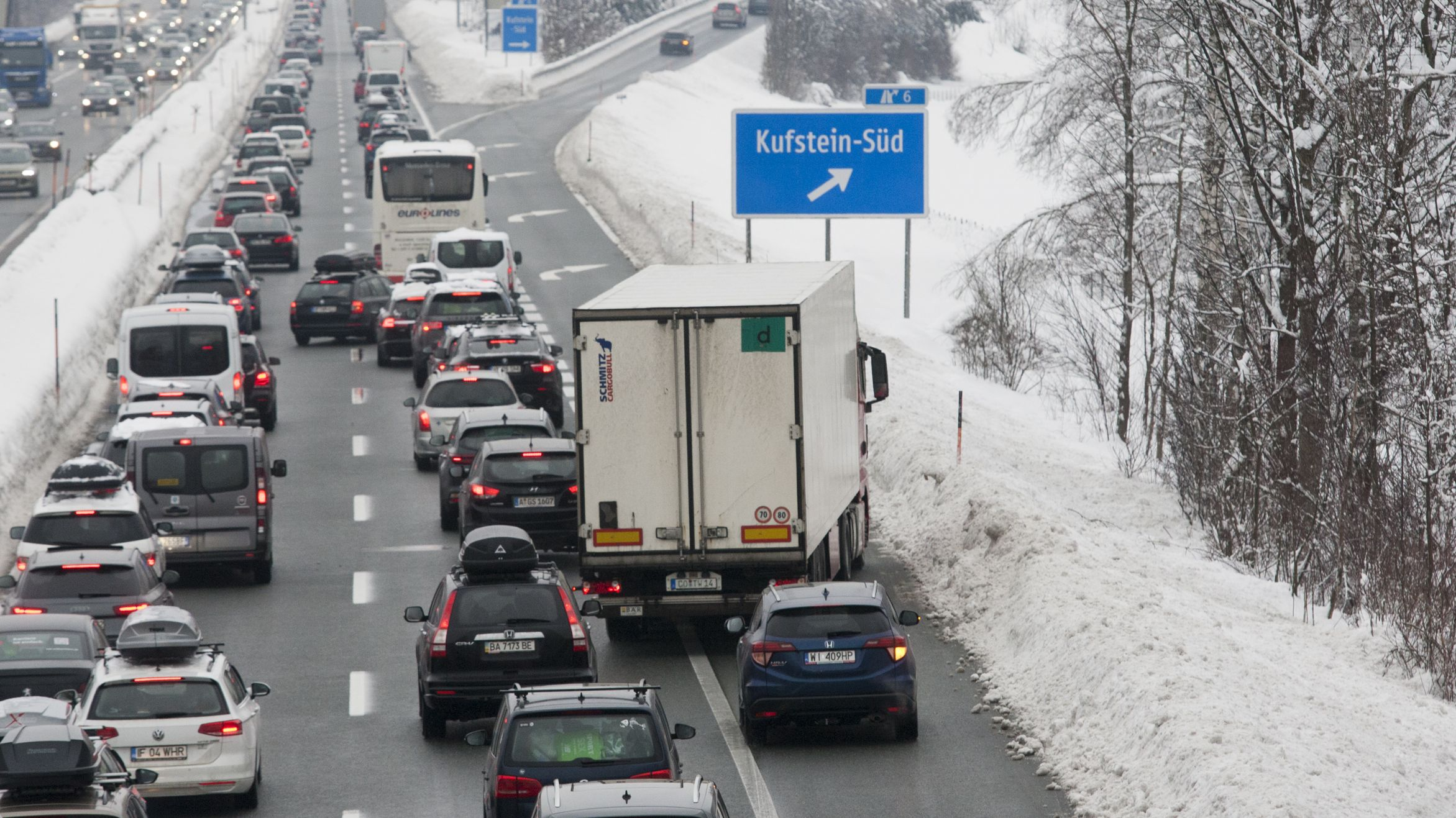 Stau und dichter Verkehr auf der Autobahn in der Region Kufstein