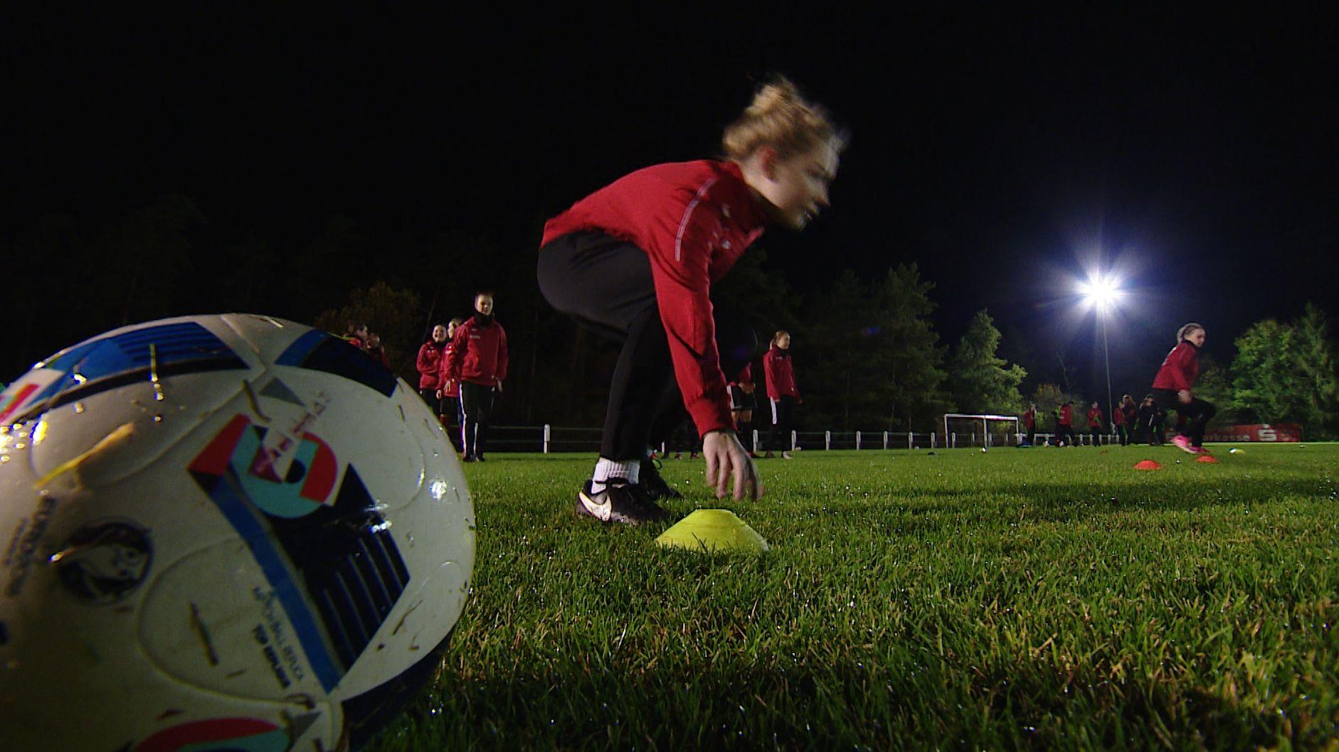 Spielerinnen des FFC 08 Bastheim-Burgwallbach beim Training