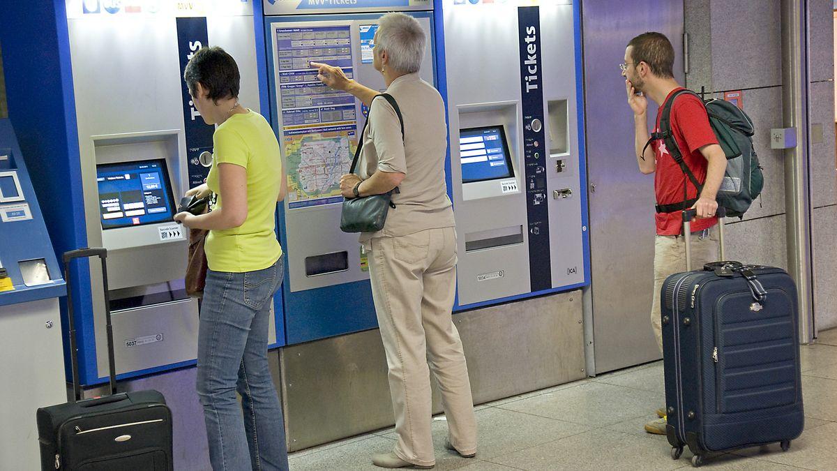 An den MVV-Automaten am Marienplatz