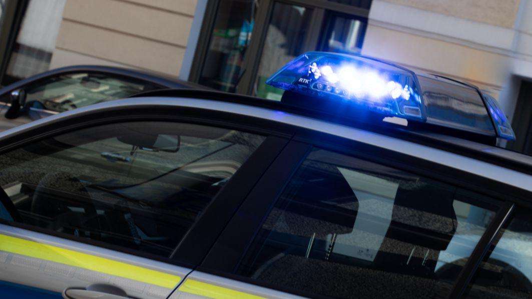 Symbolbild Blaulicht auf Polizeiauto