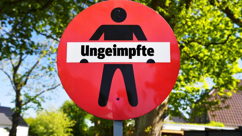 Debatte über Lockdown für Ungeimpfte: Freie Wähler contra CSU | Bild:picture alliance / CHROMORANGE | Christian Ohde
