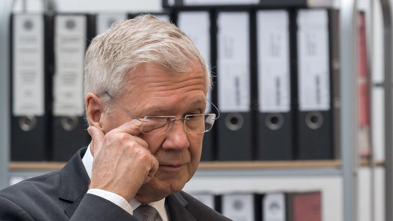 Der ehemalige Ingolstädter OB Alfred Lehmann muss sich vor Gericht wegen Bestechlichkeit verantworten.