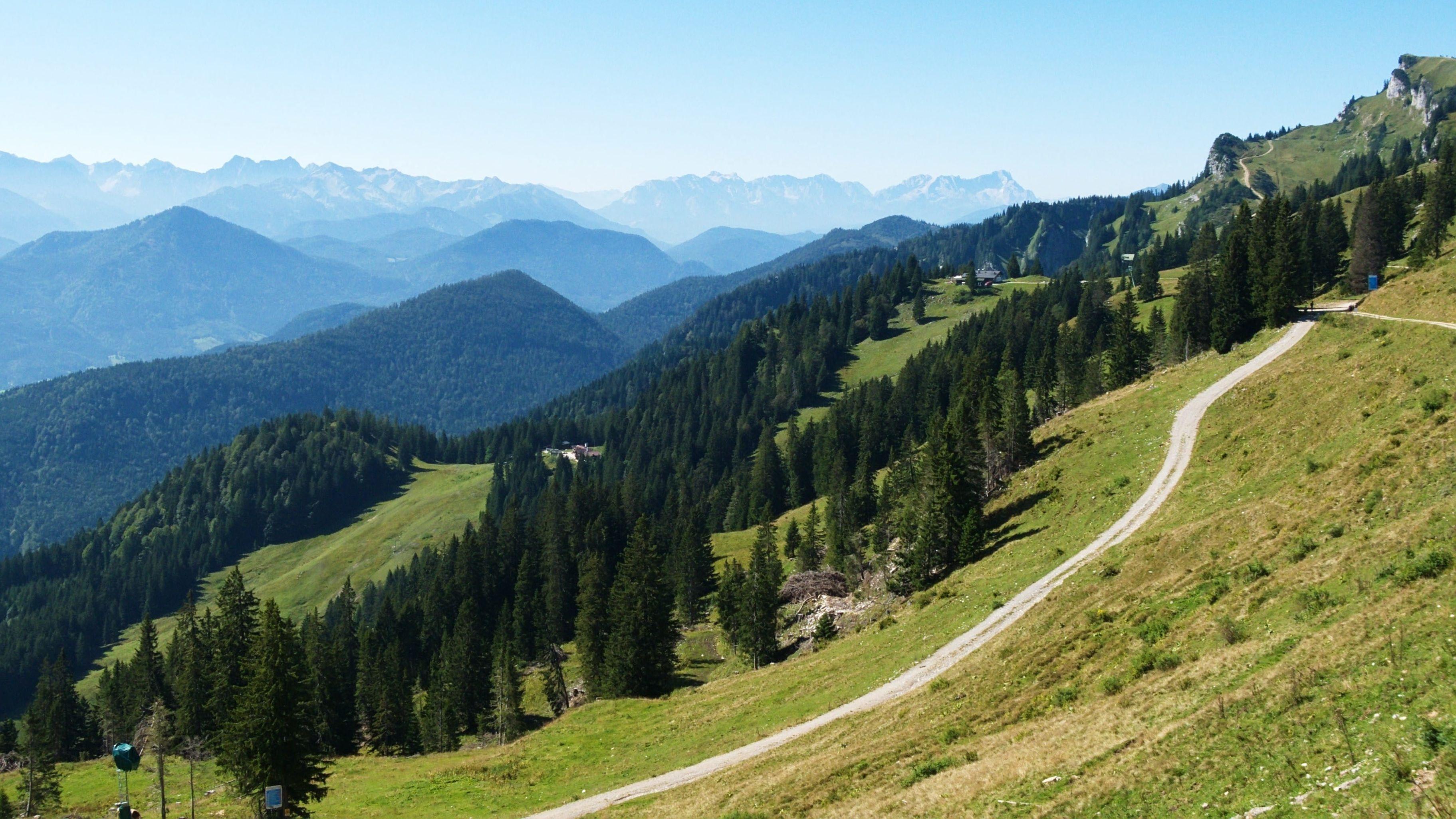 Ausblick auf die Alpen im Karwendelgebirge in Österreich vom Gipfel des Braunecks