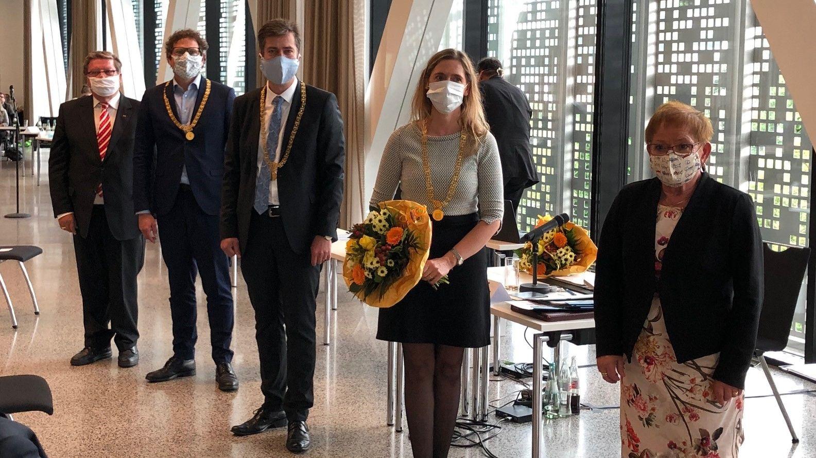 Oberbürgermeister Christian Schuchardt (Mitte) mit seinen neuen und seinen scheidenden Stellvertretern.