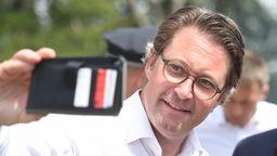Verkehrsminister Andreas Scheuer am 25.06.2019 in Mecklenburg-Vorpommern bei der Freigabe der B96. | Bild:pa/dpa/Stefan Sauer