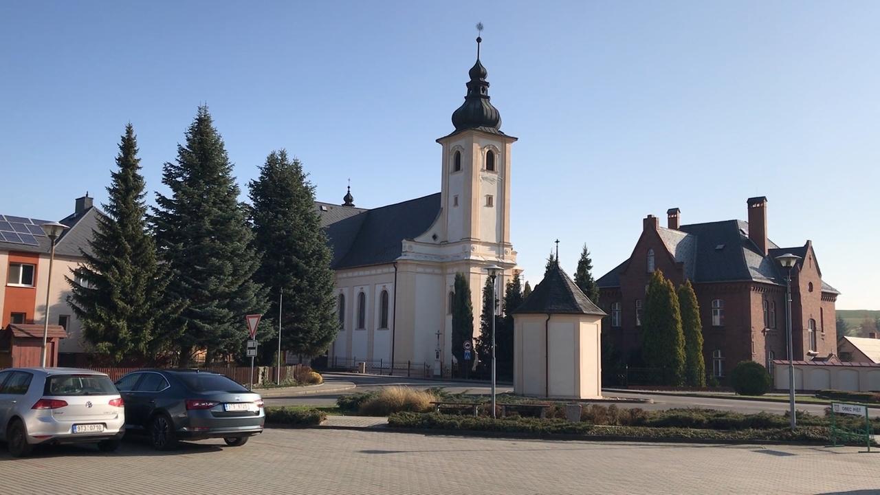 Die St. Laurentius-Kirche in Píšť.