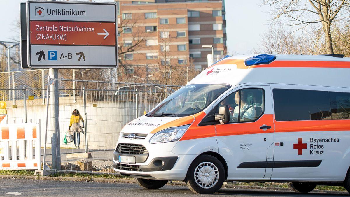 Rettungswagen an der Würzburger Uniklinik