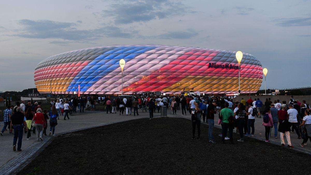 Außenansicht der Allianz Arena mit den Farben Deutschlands und Frankreichs (Archivbild von 2018)