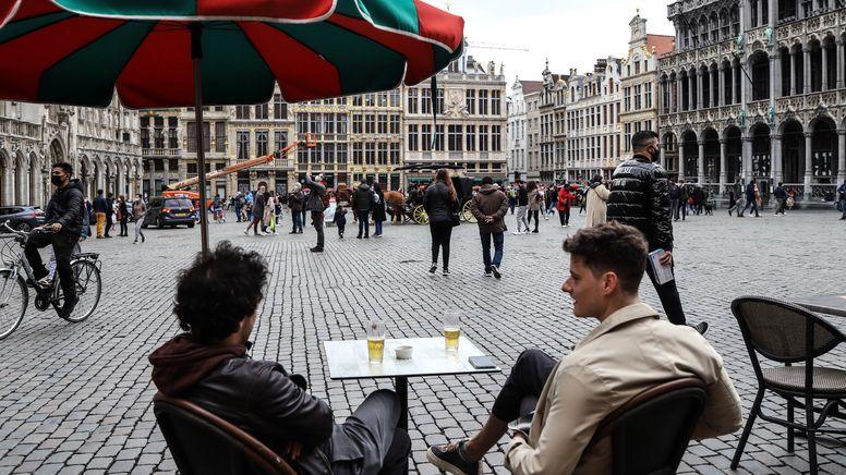 Cafe in der Innenstadt von Brüssel | Bild:picture alliance / Hans Lucas | Valeria Mongelli