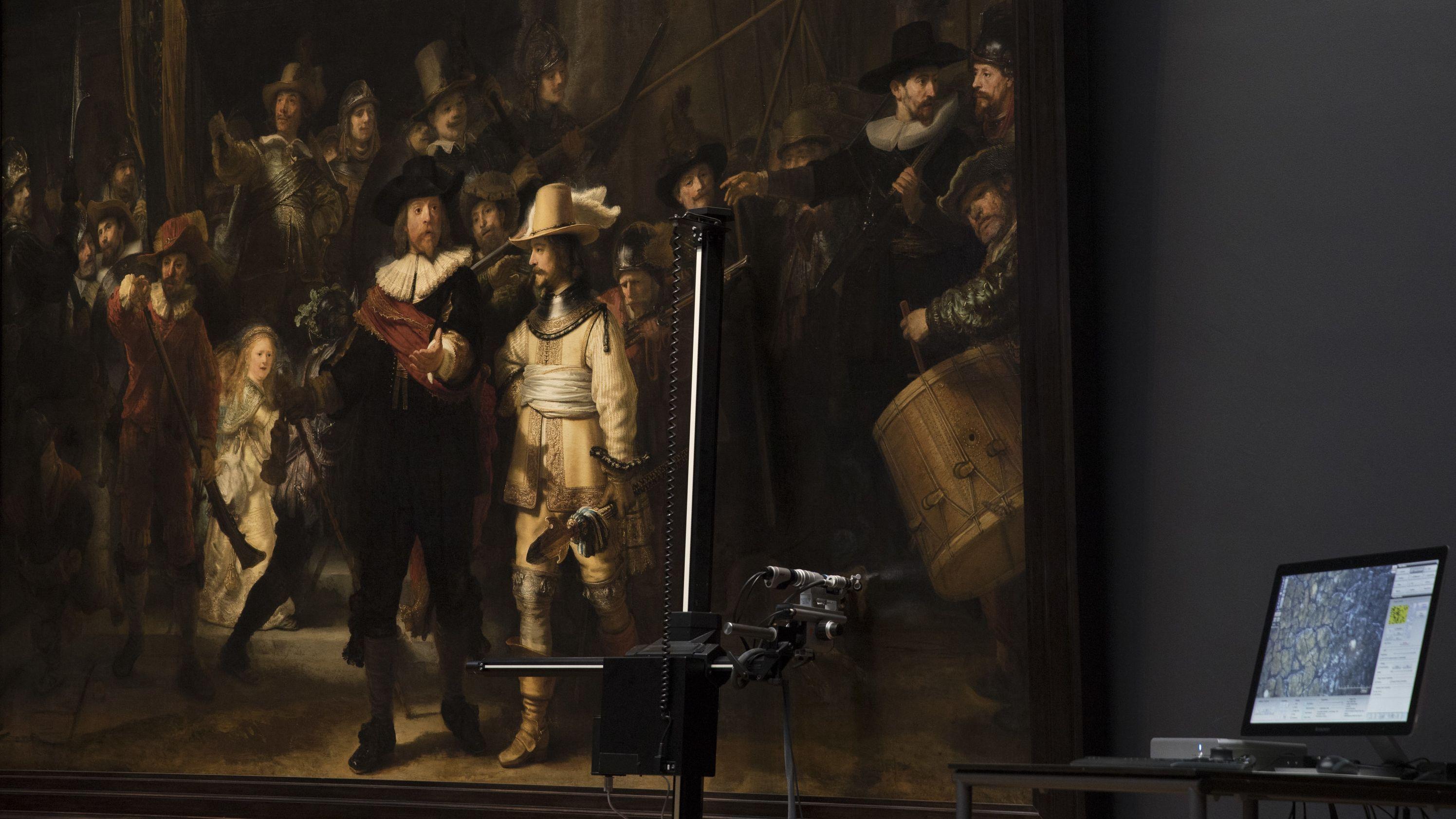 """16.10.2018,  Amsterdam: Blick auf technisches Gerät vor Rembrandts Bild """"Nachtwache"""" im Rijksmuseum"""
