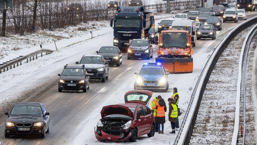 Schnee und Eis auf den Autobahnen in Oberbayern