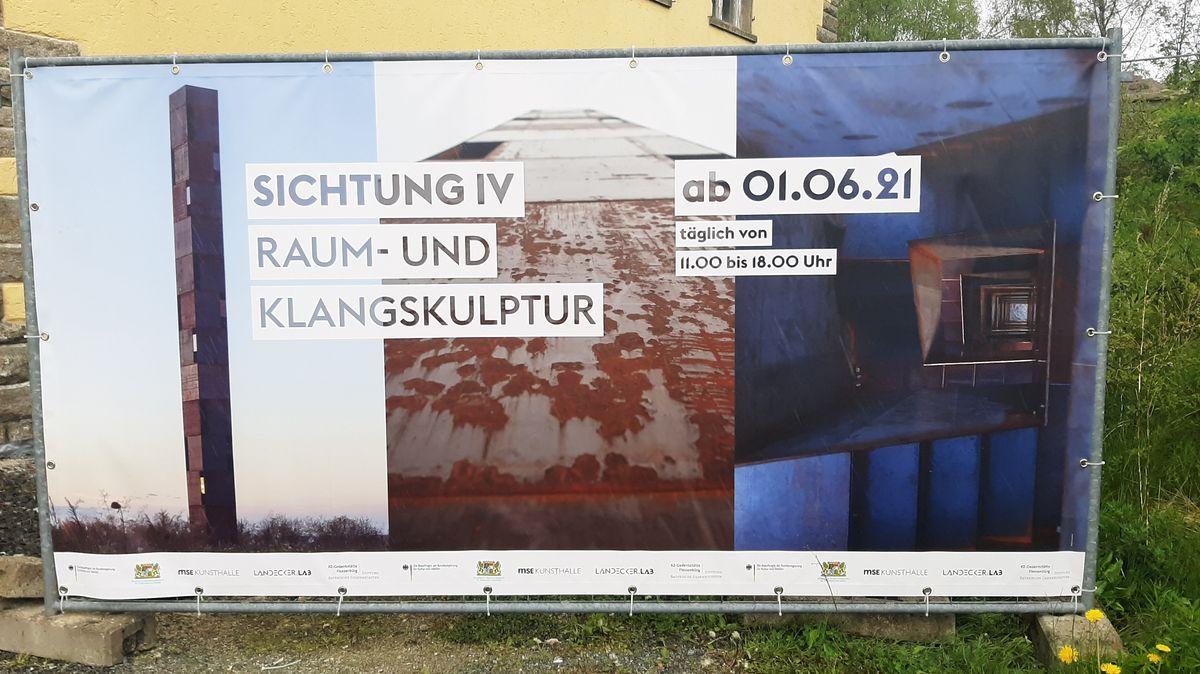 """Die Künstler Hildegard Rasthofer und Christian Neumaier hatten ihre """"Sichtung"""" bereits an anderen Orten aufgestellt."""