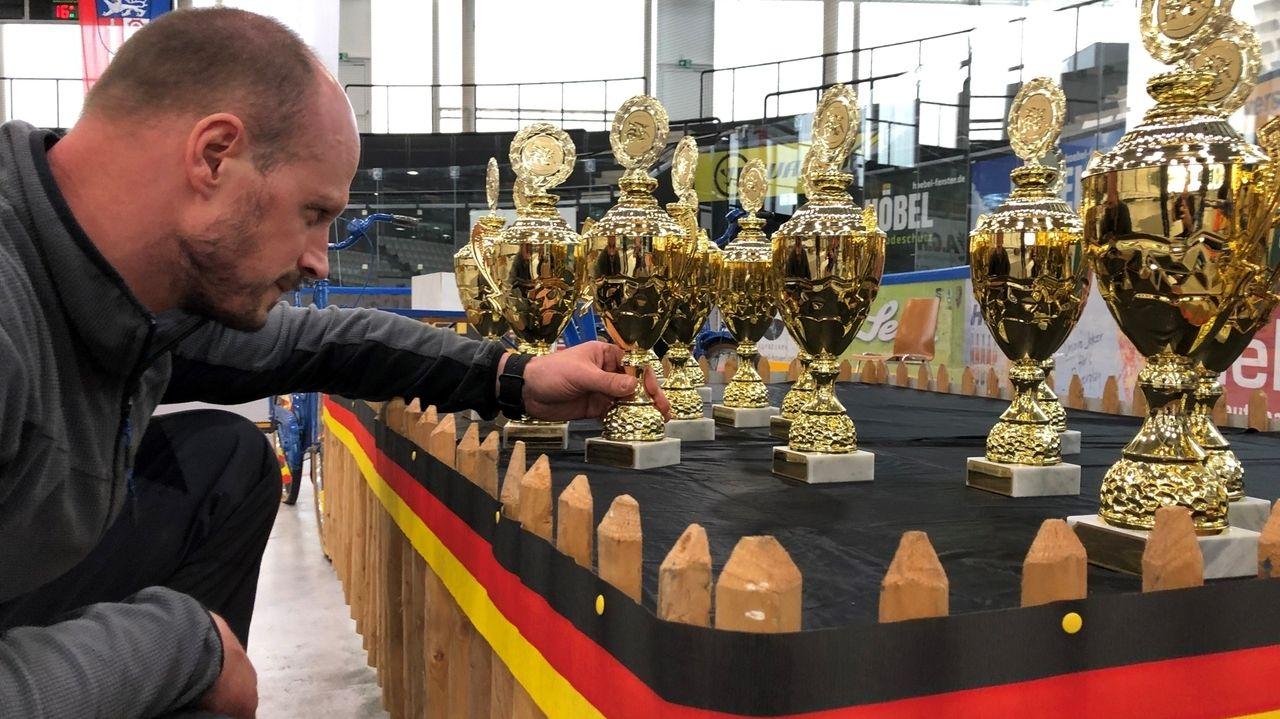 Der TSV Westendorf richtet im Kaufbeurer Eisstadion die Deutsche Meisterschaft im Ringen aus.