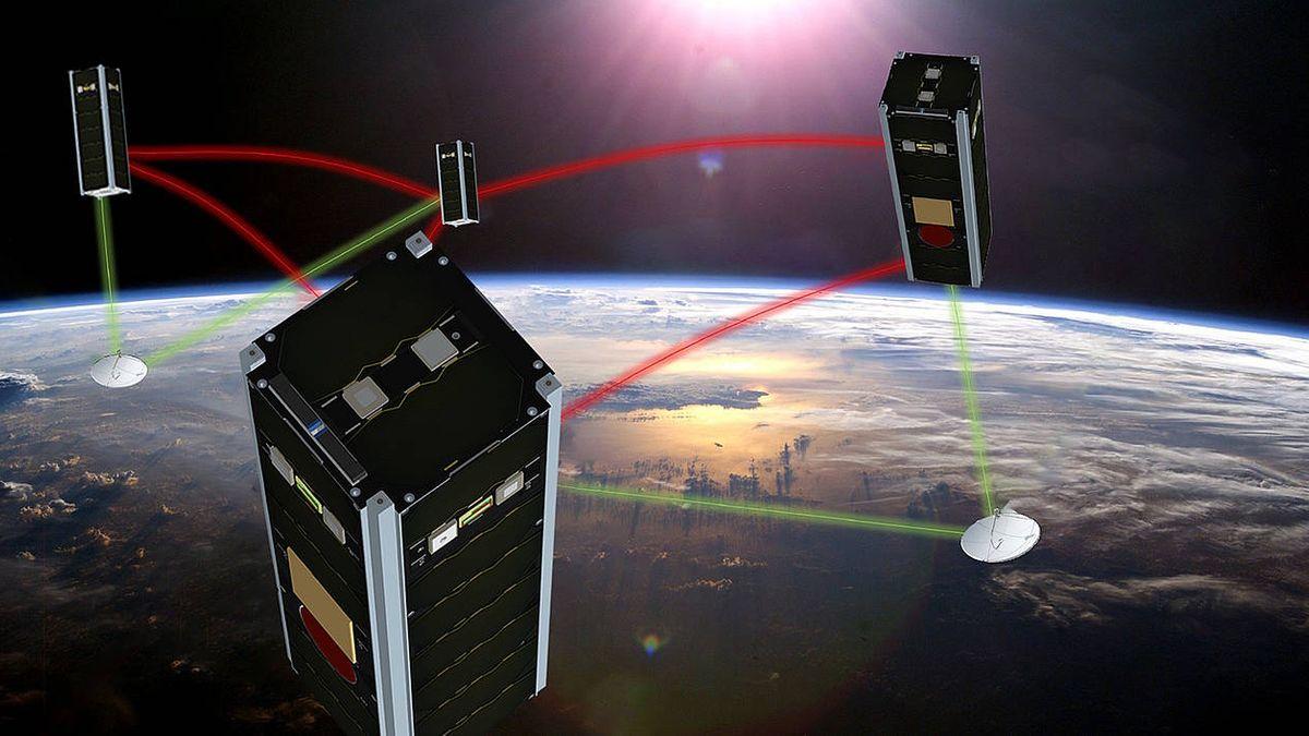 NetSat: Vier Kleinst-Satelliten mit den Abmessungen 10 x 10 x 30 Zentimeter im Formationsflug in einer Umlaufbahn in 600 Kilometer Höhe.