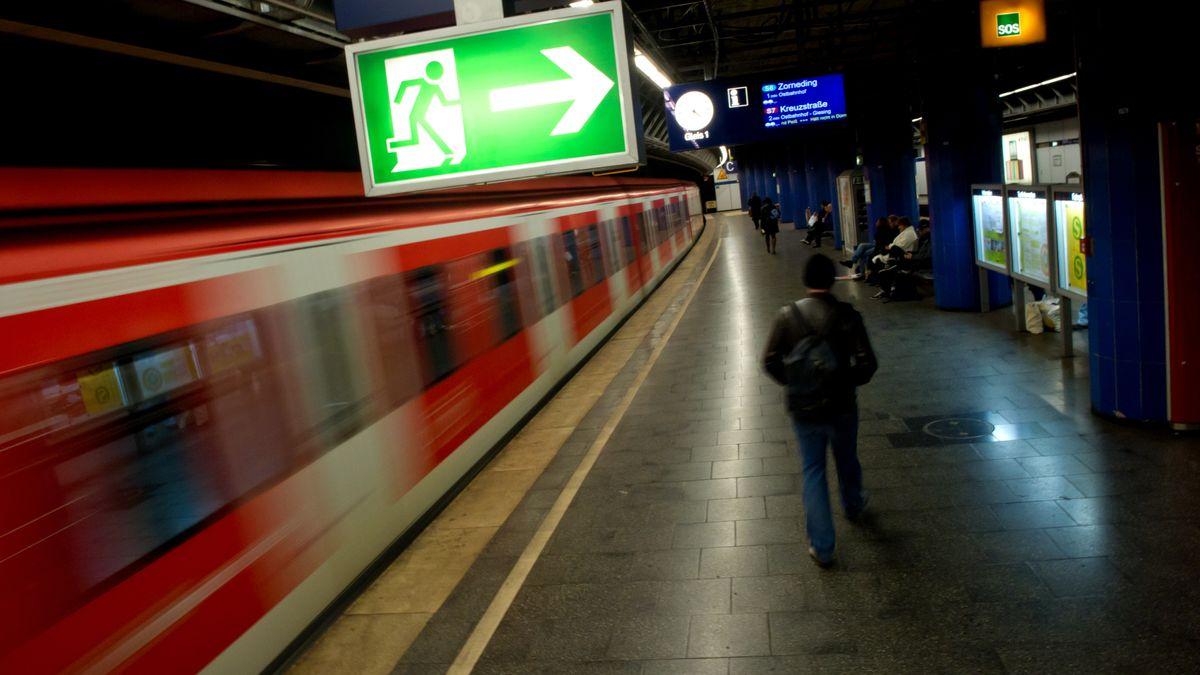 Bahnsteig am Stachus in München