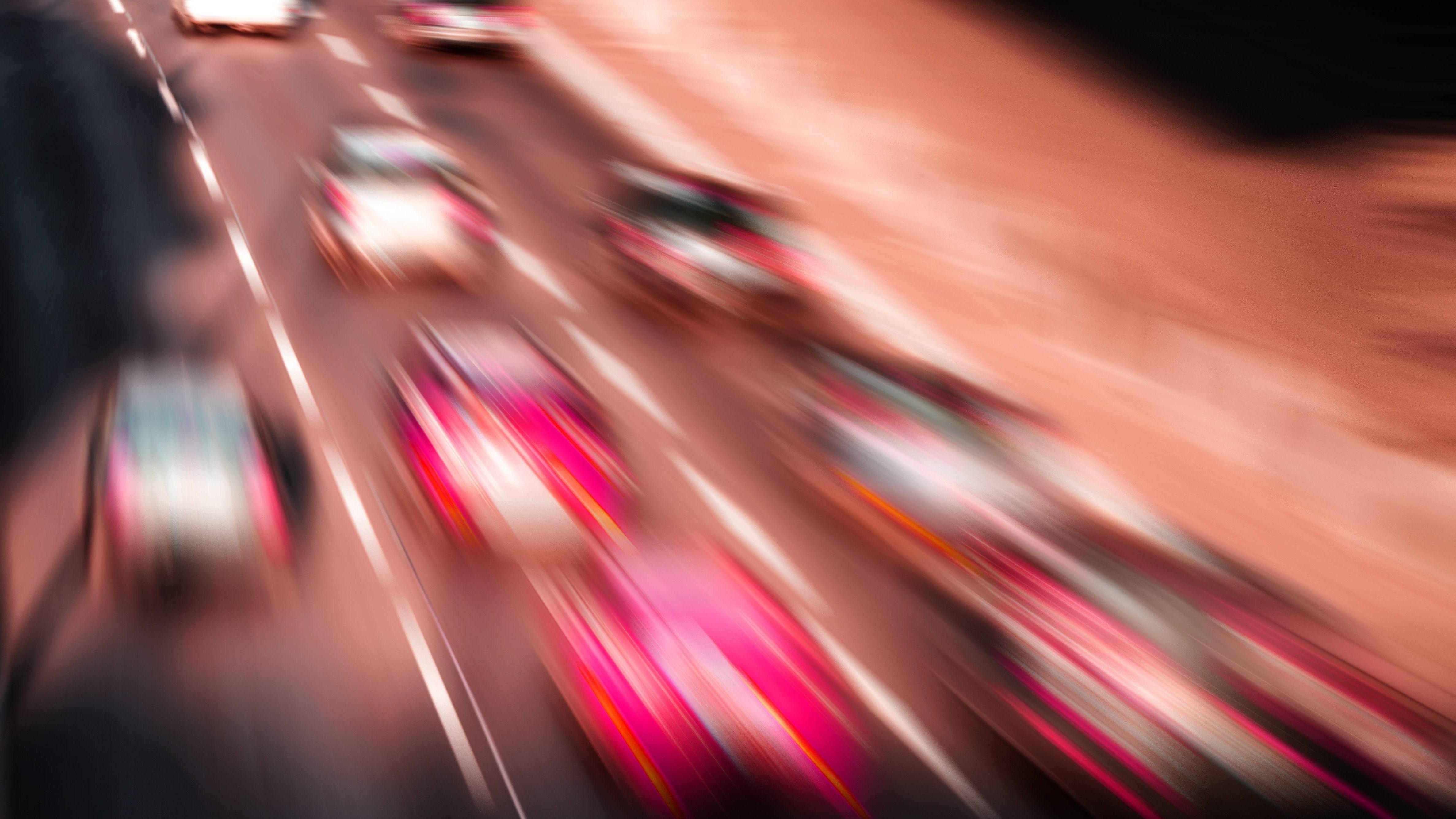 Rasende Autos auf der Autobahn