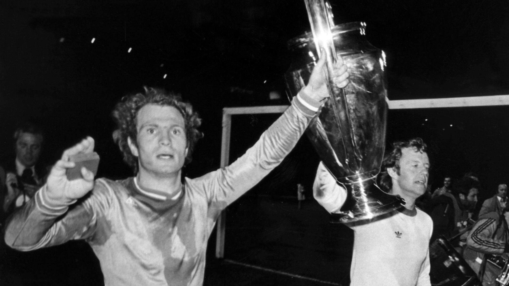 Champions-League-Sieger Uli Hoeneß (l.) mit Johnny Hansen.