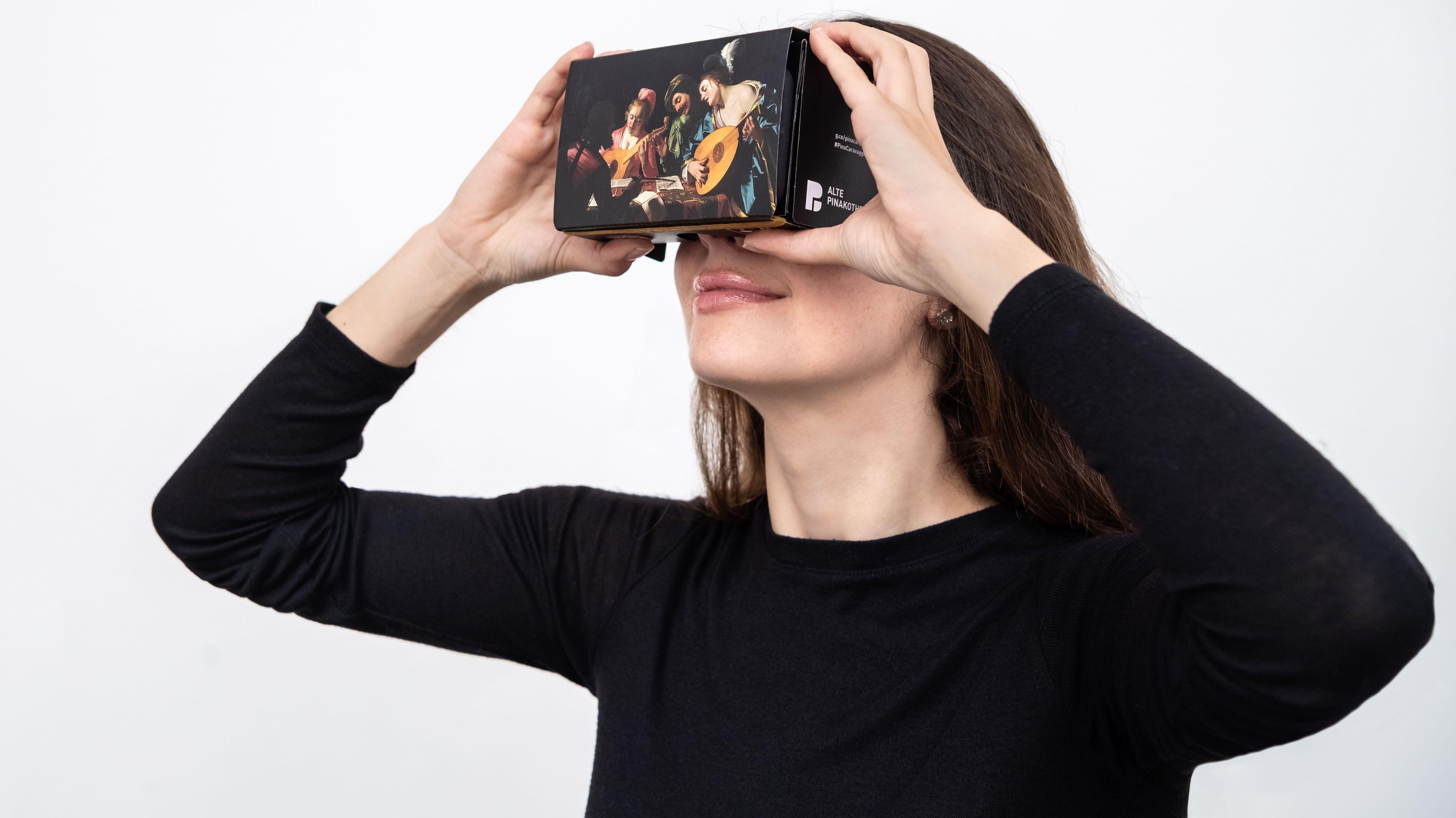 """Frau mit VR-Brille für die Ausstellung """"Utrecht, Caravaggio und Europa"""""""