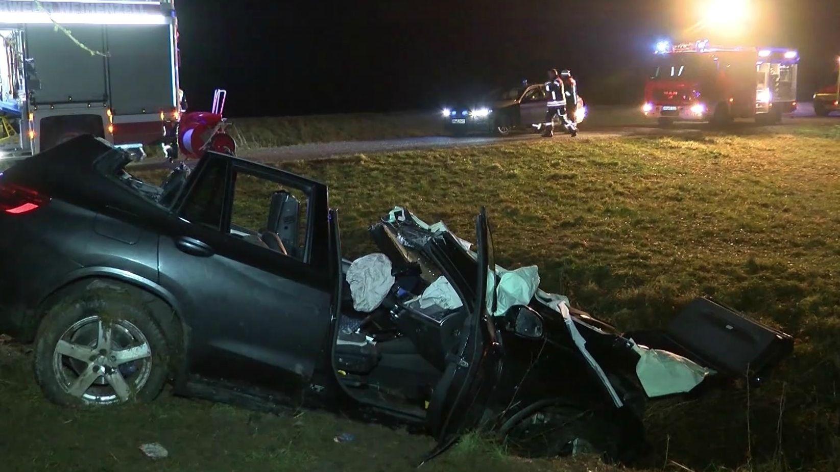 Ein Autofahrer ist am Dienstagabend bei einem Unfall zwischen Wippendorf und Weihenzell im Landkreis Ansbach schwer verletzt worden. Laut Polizei war kein anderer Verkehrsteilnehmer beteiligt, als der Mann von der Straße abkam.