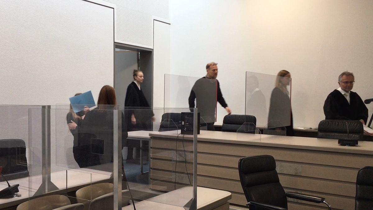 Haftstrafe vor dem Landgericht Ingolstadt für eine 30-Jährige wegen Totschlags, weil sie ihren Ex-Freund erstochen hat.