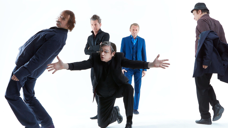 Band-Mitglieder setzen sich in Szene