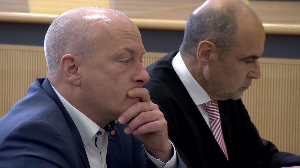 Der angeklagte, suspendierte Regensburger OB Wolbergs neben seinem Anwalt   Bild:BR