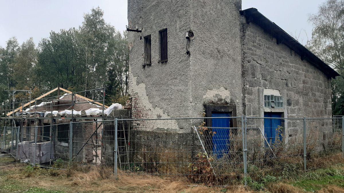Die alte Trafostation nahe des KZ-Steinbruchs von Flossenbürg
