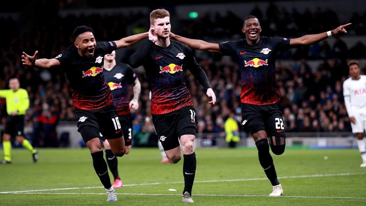 Timo Werner (Mitte) bejubelt seinen Treffer zum 1:0.