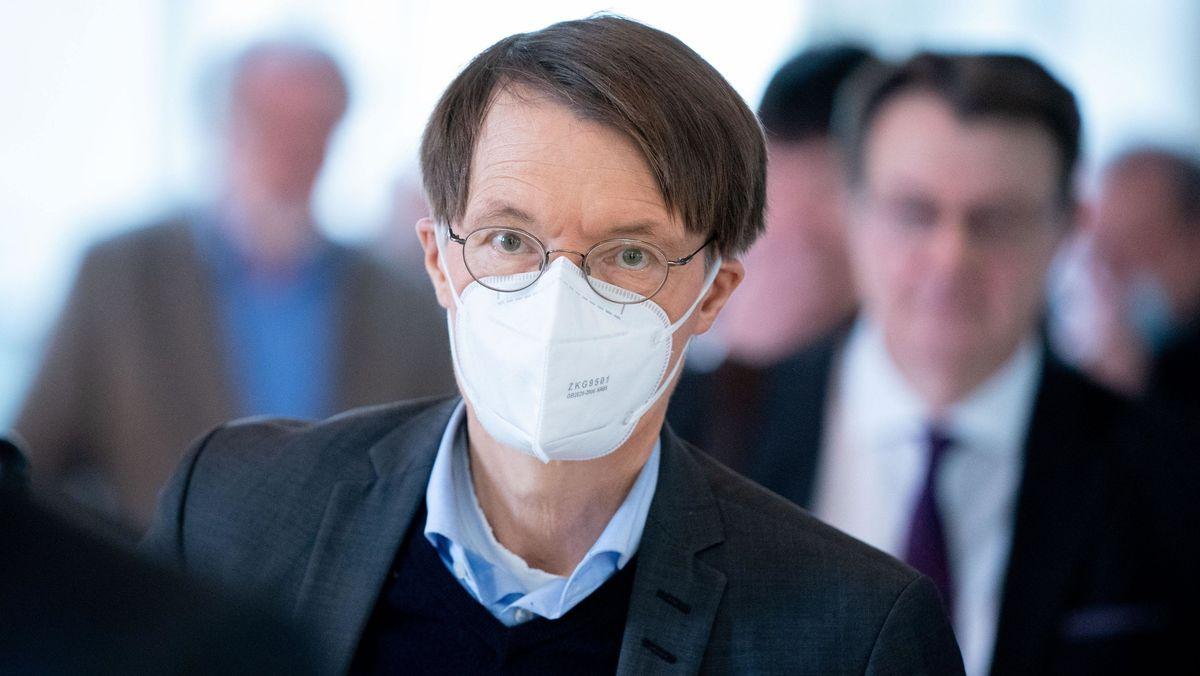 SPD-Gesundheitsexperte Karl Lauterbach, im Mai bei einer Sitzung des Bundestages.