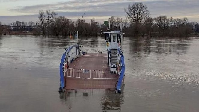 """Die Donaufähre """"Posching"""" im Hochwasser"""
