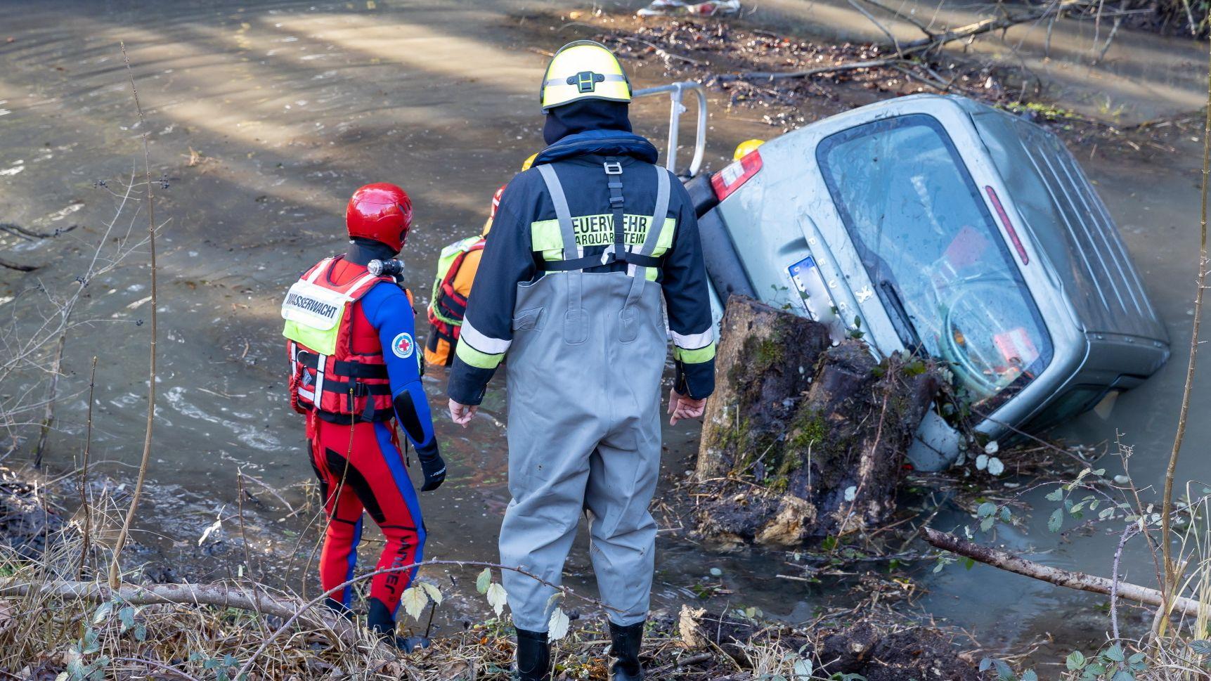 Rettungskräfte an der Unfallstelle