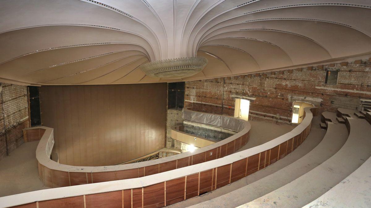 Unverputzte Wände im ersten Rang des Augsburger Theaters