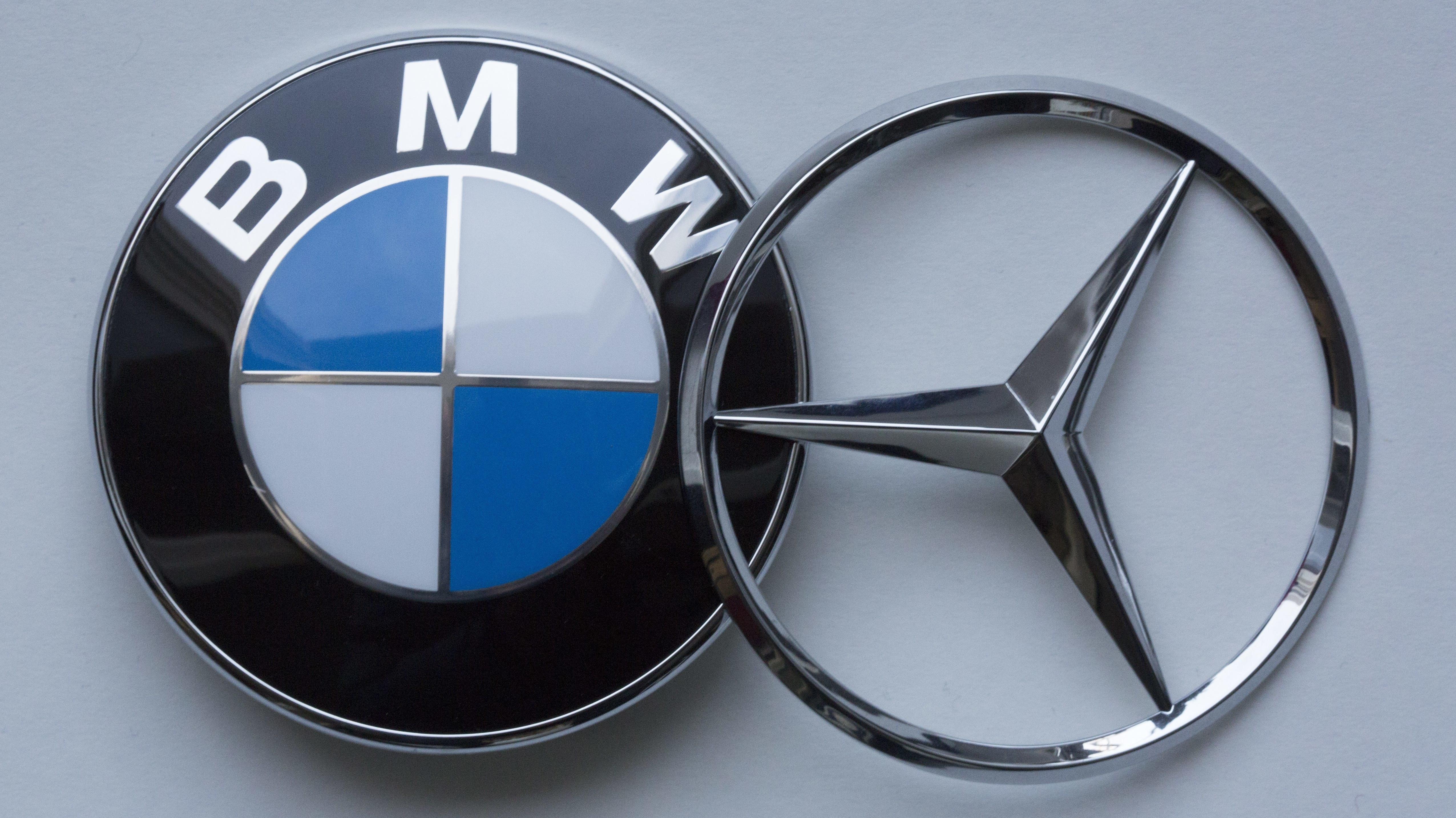 Logos von BMW und Daimler
