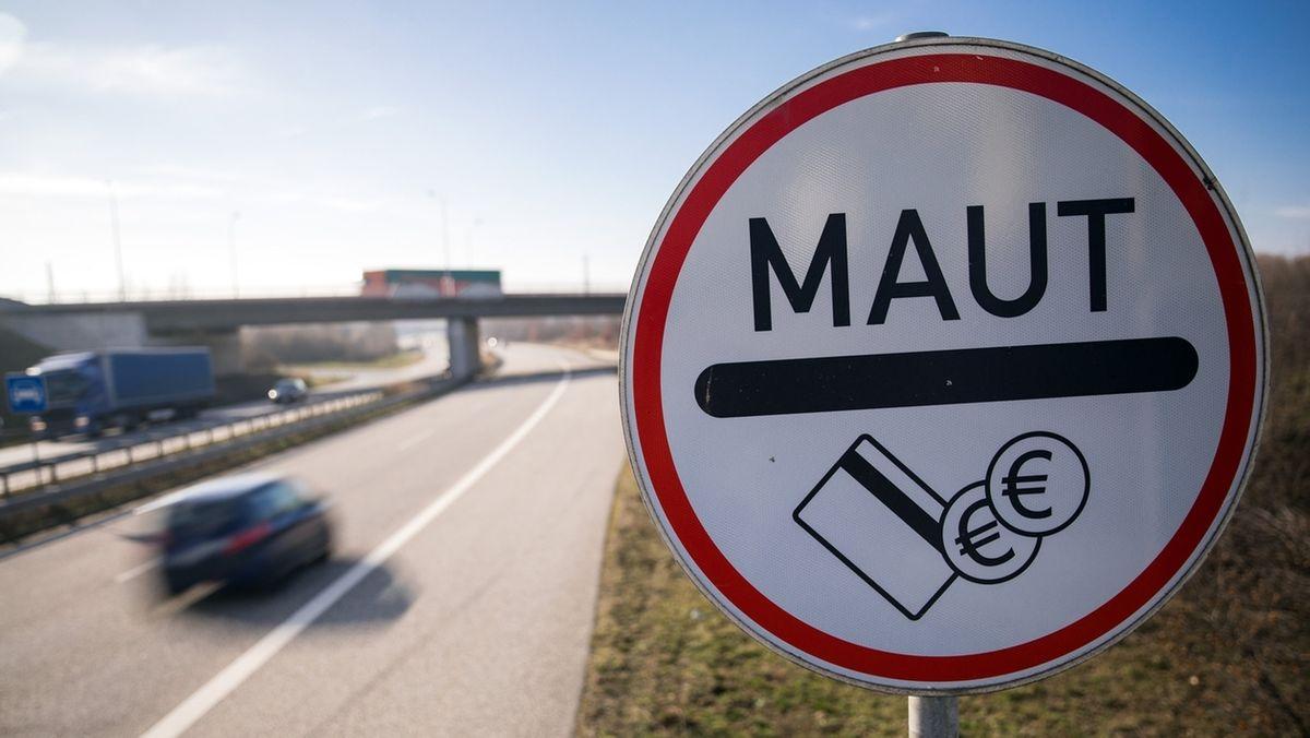 Nach der Vernehmung von Andreas Scheuer im Untersuchungsausschuss, fordert Oliver Krischer den Rücktritt des Bundesverkehrsministers.