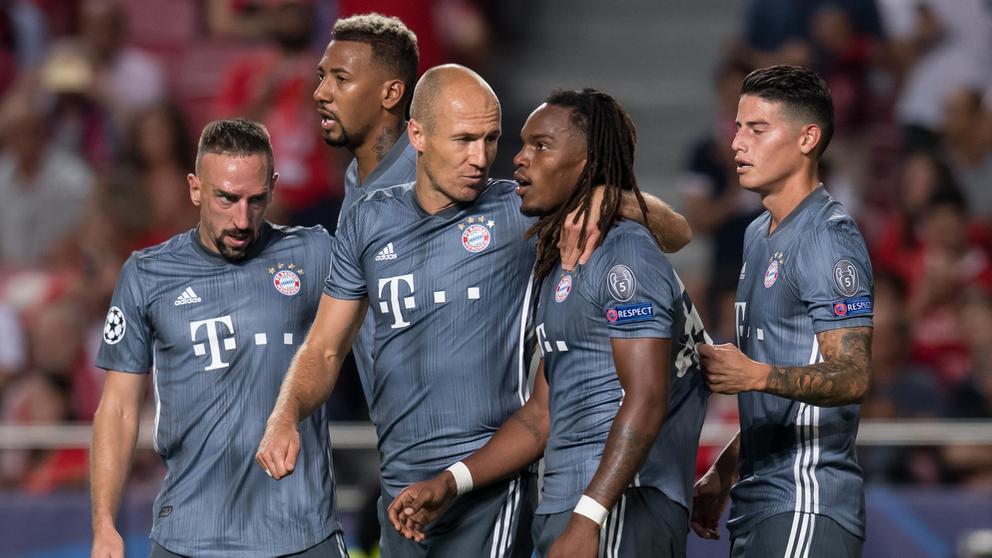 Die Münchner feiern das 2:0 durch Renato Sanches | Bild:dpa-Bildfunk/Sven Hoppe