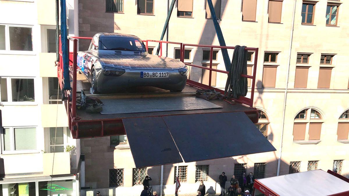 Solarauto schwebt ins Deutsche Museum Nürnberg