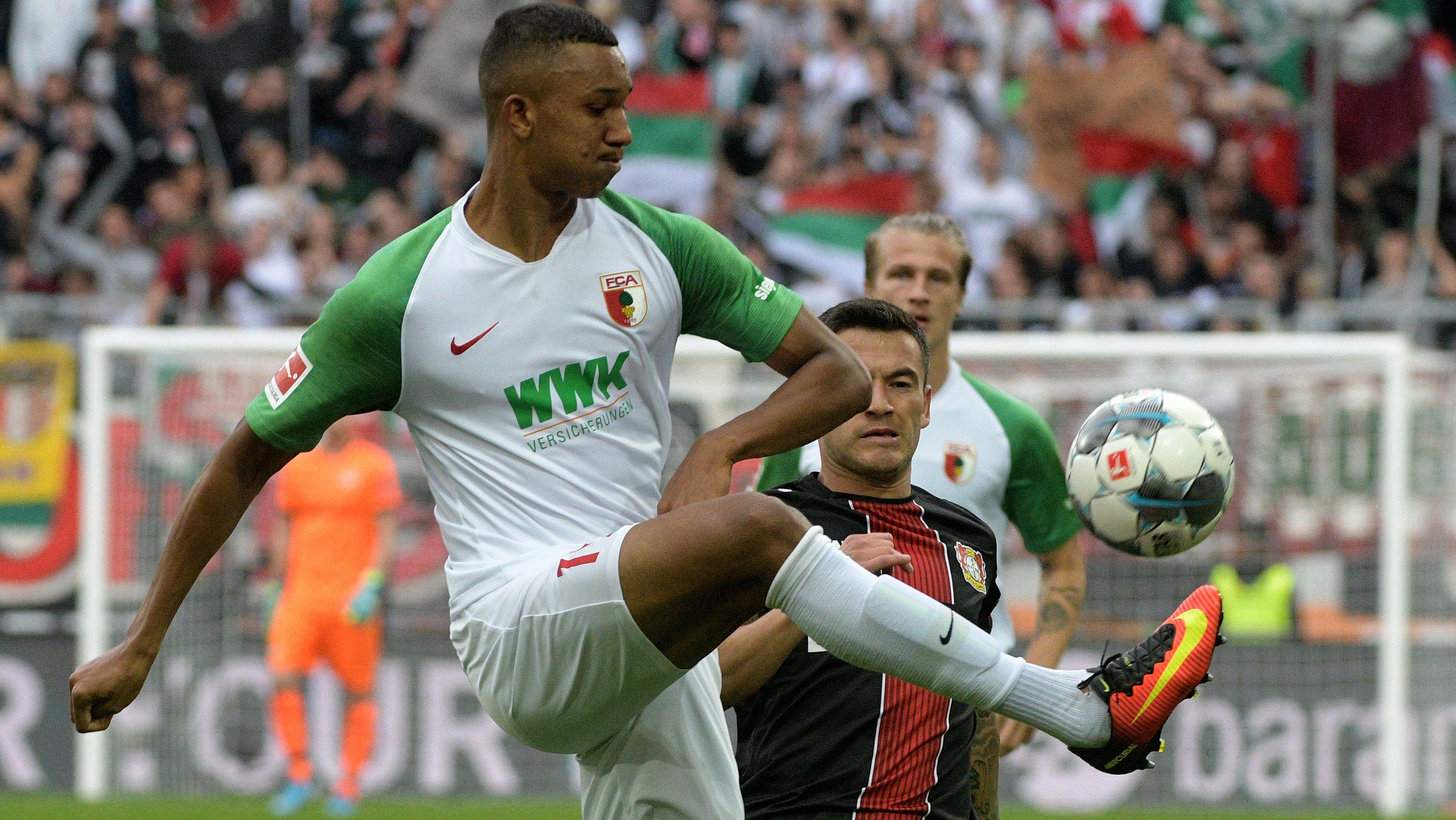 Felix Uduokhai (weißes Trikot) im Spiel gegen Leverkusen