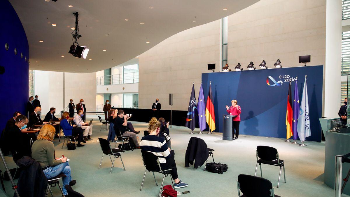 Bundeskanzlerin Merkel nach der Konferenz mit den Bürgermeistern