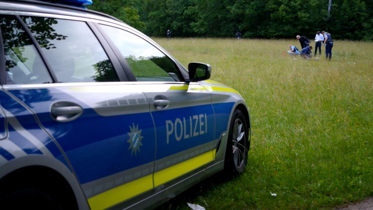 Beamte sichern nach dem Schusswaffeneinsatz Spuren am Tatort im Englischen Garten.