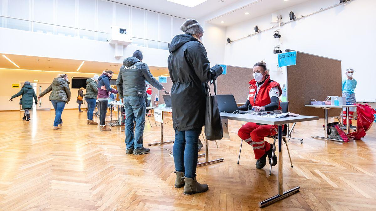 Anmeldung zur Testabgabe während PCR-Testungen im Bezirk Kitzbühel nach Mutations-Verdachtsfällen Mitte Januar.