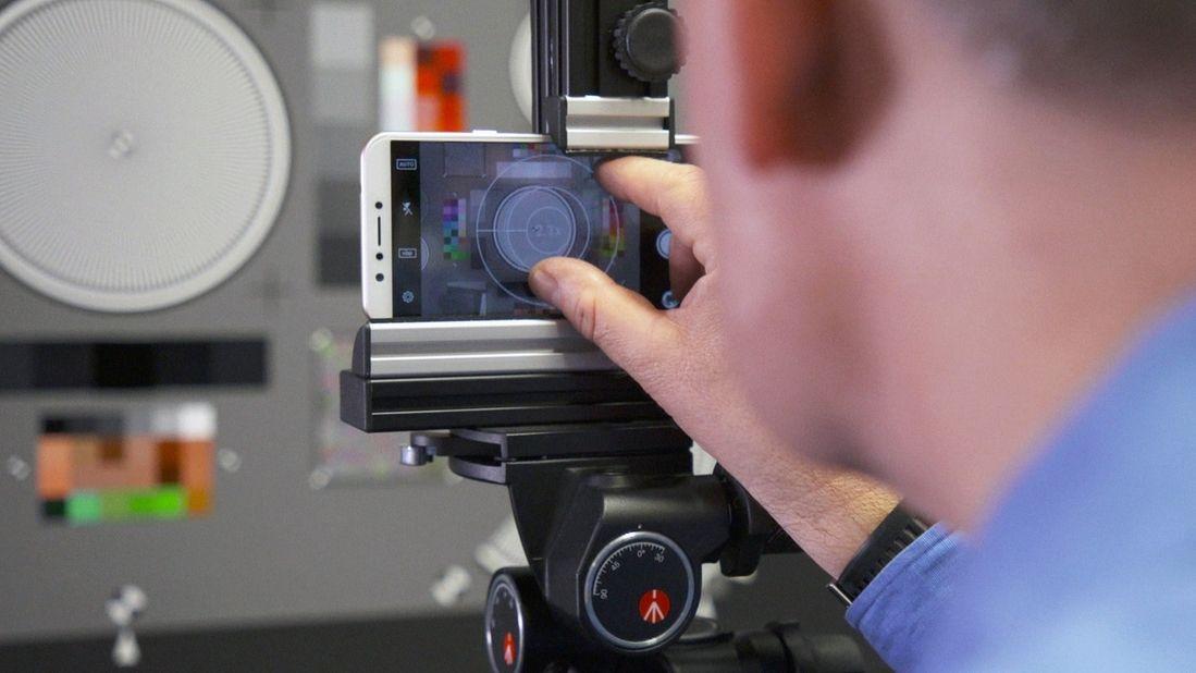 Die Kamera des Mara Phones wird getestet.