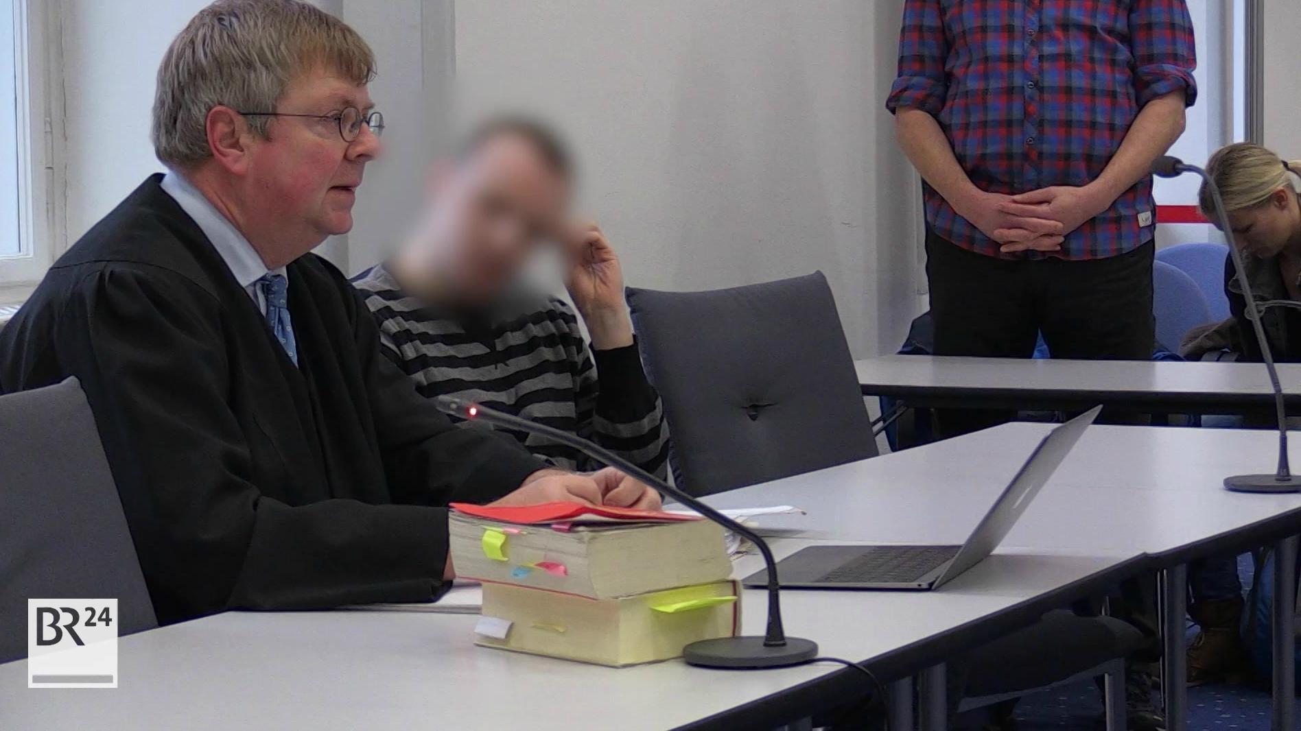 Anwalt mit Angeklagtemim Bamberger Landgericht