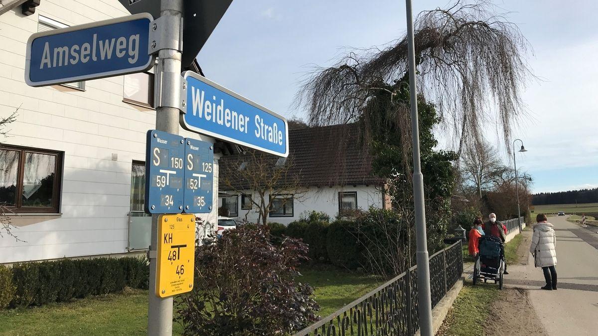 Rätselhafter Gestank in Thierhaupten an der Ecke Amselweg/Weidener Straße.